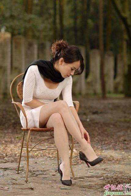 上的丝袜_老婆下班回到家腿上的丝袜不见了,洗澡时看到她从内裤